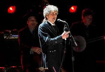 Bob Dylan akan menerima Nobel Sastra di Stockholm
